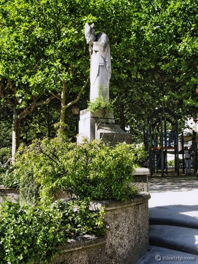 Statue of Saint Denis, Square Suzanne Buisson